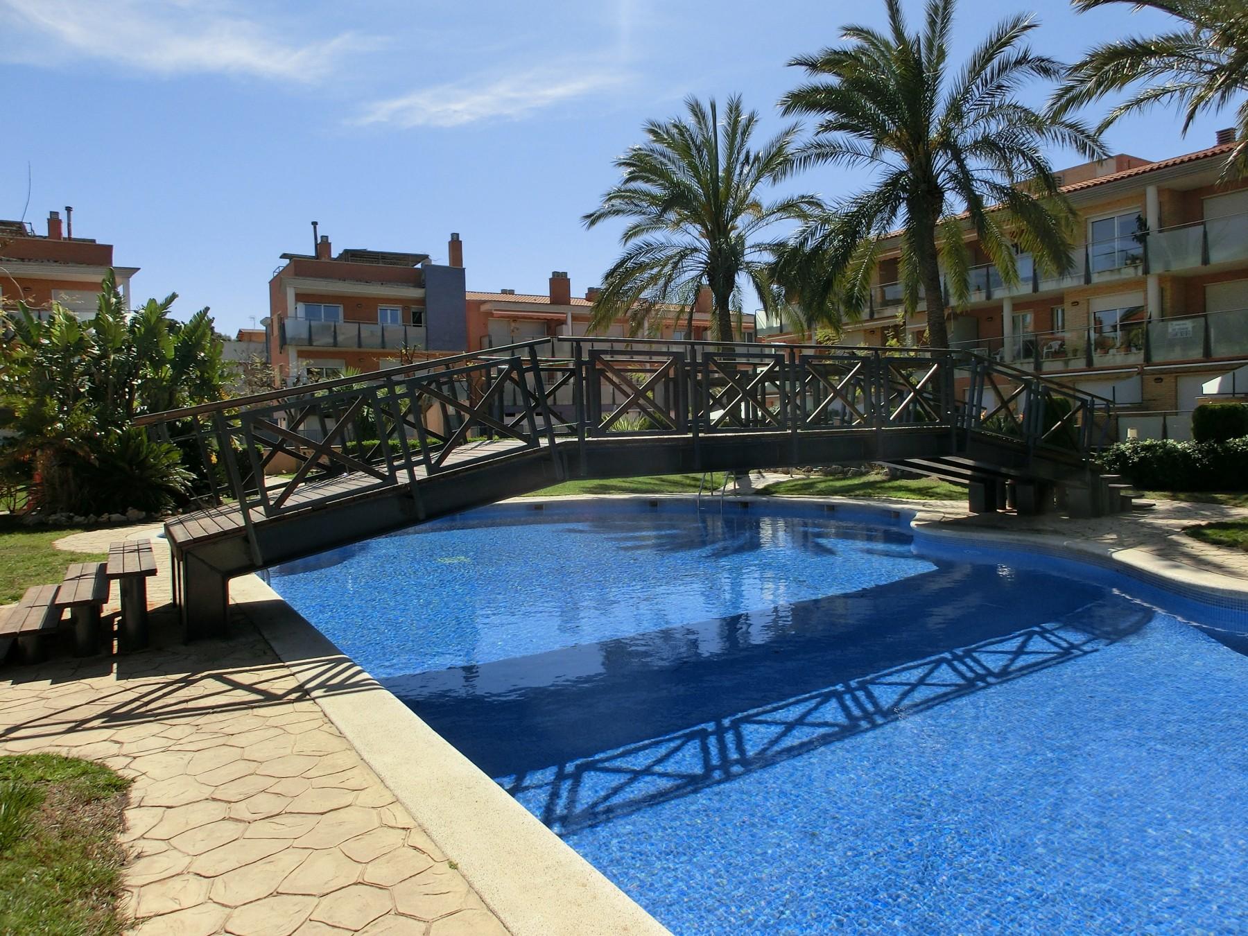 Apartamentos en cambrils 7190 port marino 3 piscinas y for Piscina cambrils